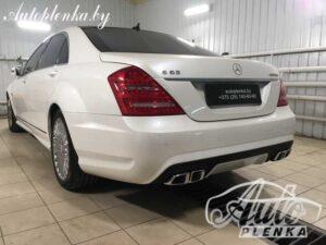 Mercedes-Benz W221